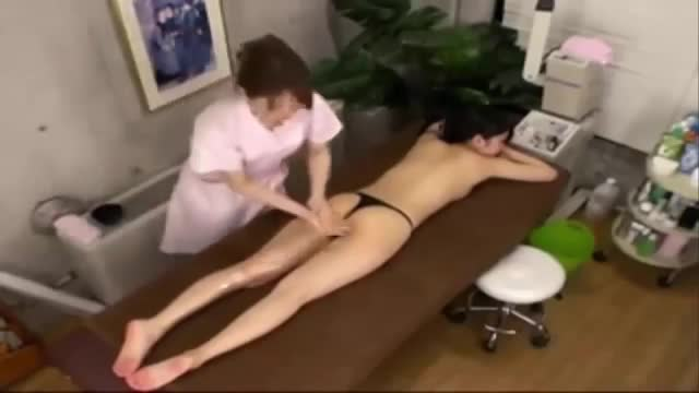 【FC2動画】ヒップのきわどい部分までオイルマッサ...